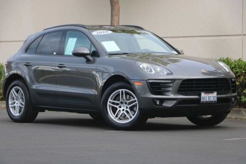 Certified Pre-Owned 2018 Porsche Macan with Premium Package, Pano Roof, Lane Change Assist, CarPlay, Tow Package